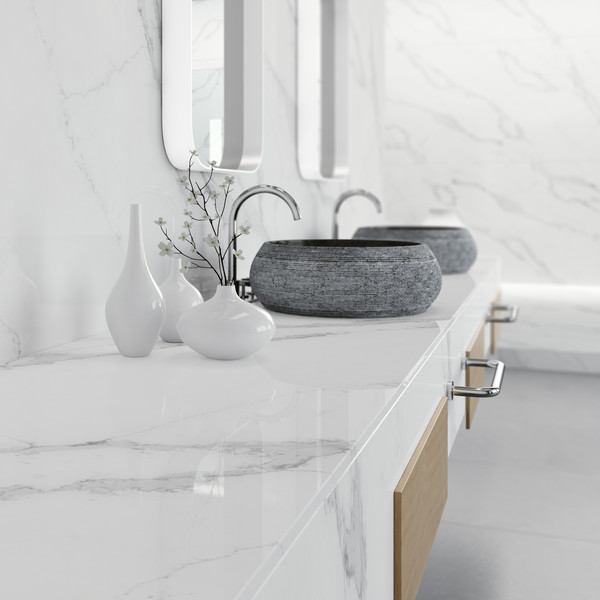 Wall cladding and washstand made of quartz material - Photo: COMPAC®