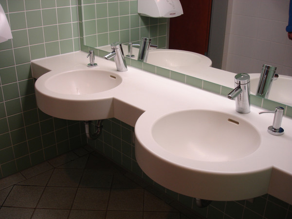 Double washbasin made of solid surface material