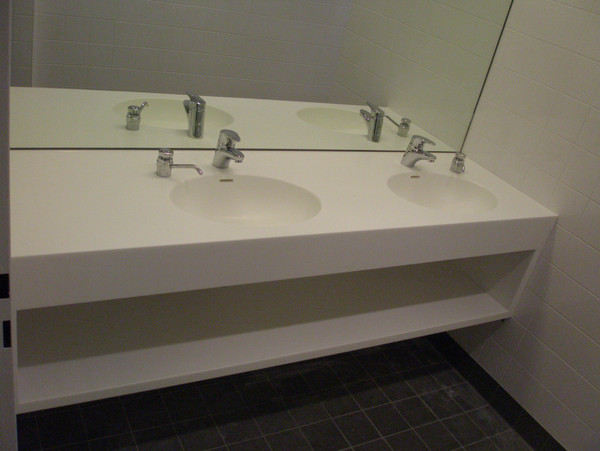 Double wasbasin made of solid surface material