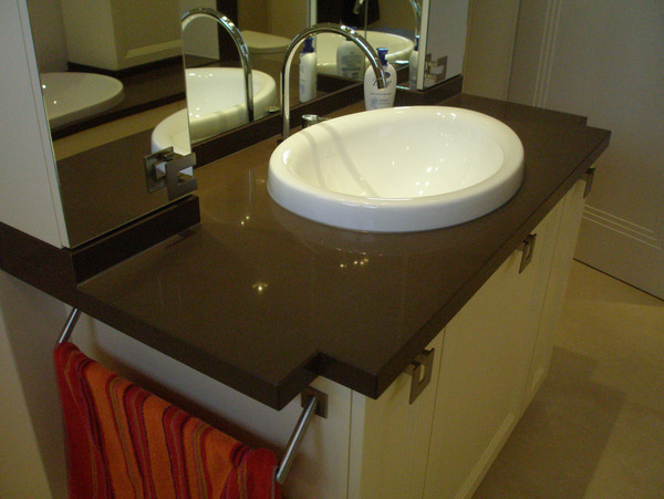Washbasin for a private bathroom