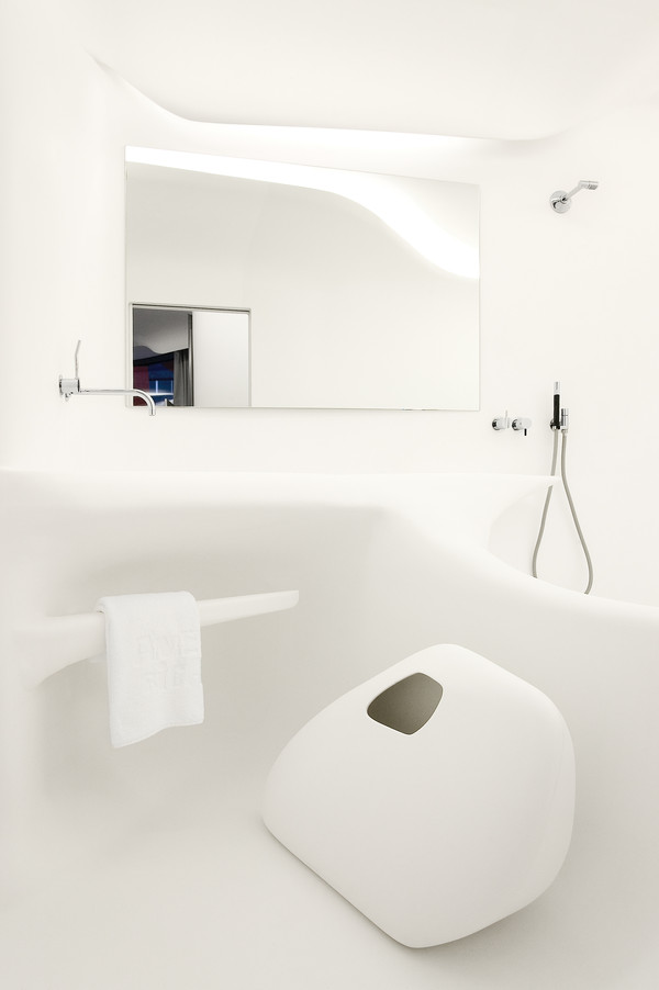 Wall cladding made of solid surface material - Photo: diephotodesigner, Design: Zaha Hadid